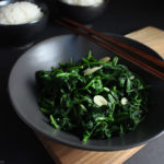 Stir-fried spinach with garlic