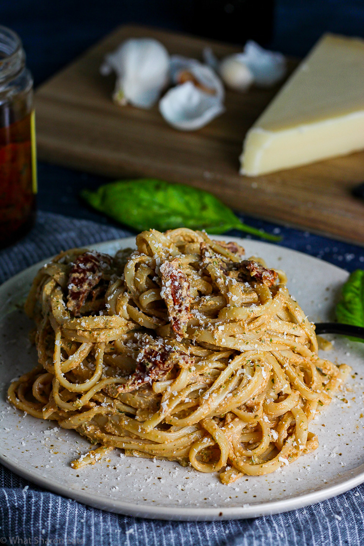 Creamy Pesto Linguine with Sun-Dried Tomatoes